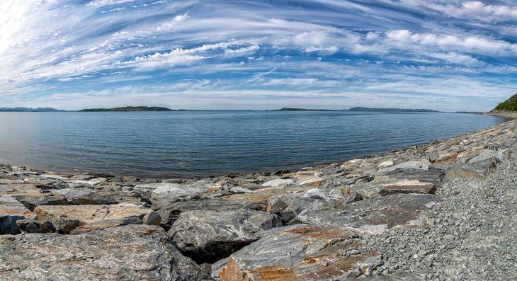 Bilde av sjø.